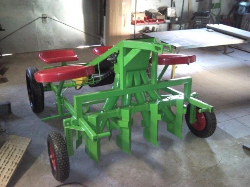 Plantator de usturoi 4 rinduri manual tip 1
